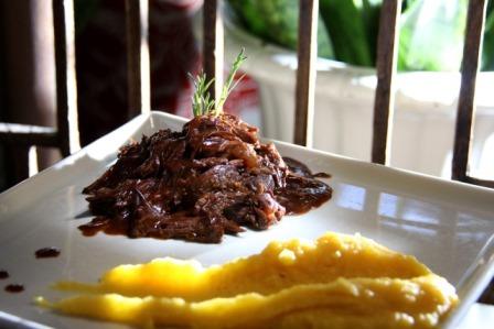Pata de Cordeiro desfiada com molho de tamarindo e mandioquinha | Foto Divulgação