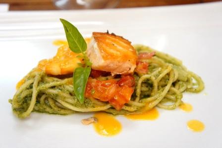 Salmão grelhado com spaghetti verdi | Foto Carol Cotias